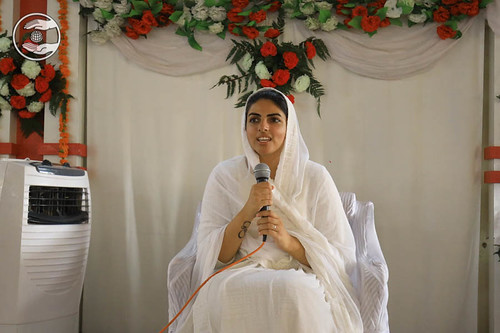 Her Holiness on the sacred dais of Goniyana Mandi