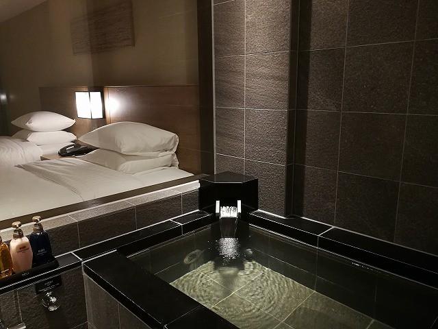 <p>お部屋には温泉が!<br /> 全ての部屋ではないと思いますが、泊まった部屋は温泉でした。</p>