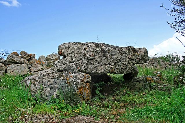 Dualchi - Area megalitica sacrale Sa Fronte 'e Uda – Il Dolmen