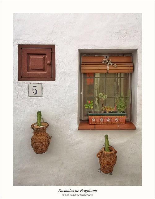 Número 5 de una calle de Frigiliana (Málaga) / Number 5 of a street in Frigiliana (Malaga) Spain