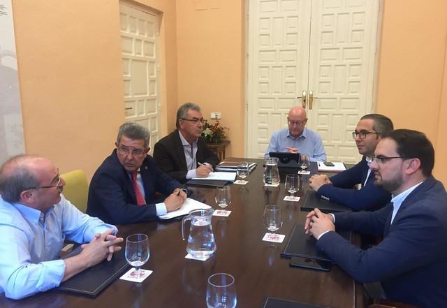 Alcalde-Reunión Subdelegación del Gobierno en Sevilla (1)