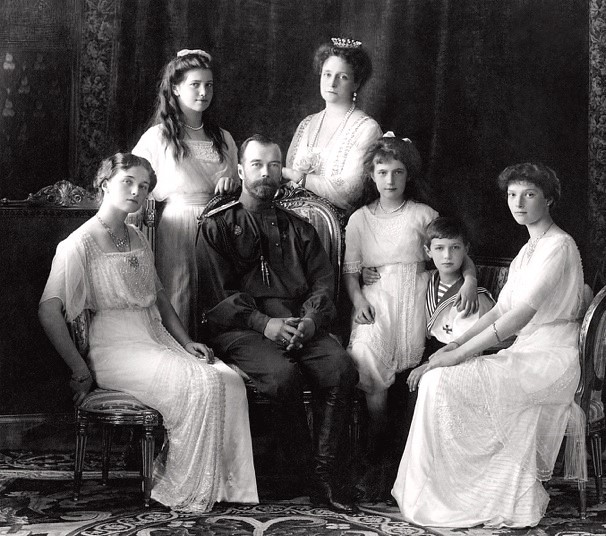 Portrait of the Romanov family taken in 1913