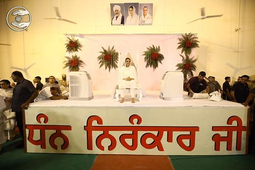 Satuguru Mata Ji at Khankot Satsang Bhawan