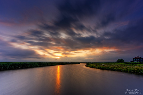 sunset cloudy cloud water watercourse reflection field grass sheep sky outdoor landscape waterscape ilperveld ilpendam waterland netherlands nikon d7500 le longexposure creek elitegalleryaoi bestcapturesaoi aoi