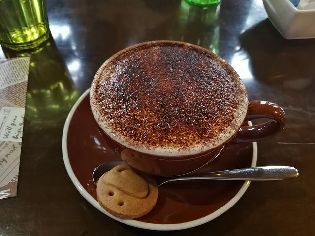 <p>美味しいコーヒーです!豆も好みのものを選べます。<br /> カプチーノ380円</p>