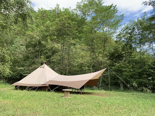 芦安キャンプサイトNo2のグランピングテント