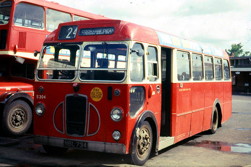 Thames Valley Traction Co . S304 ( 777 ) NBL734 . Maidenhead Bus Station , Berkshire .  26th-May-1969