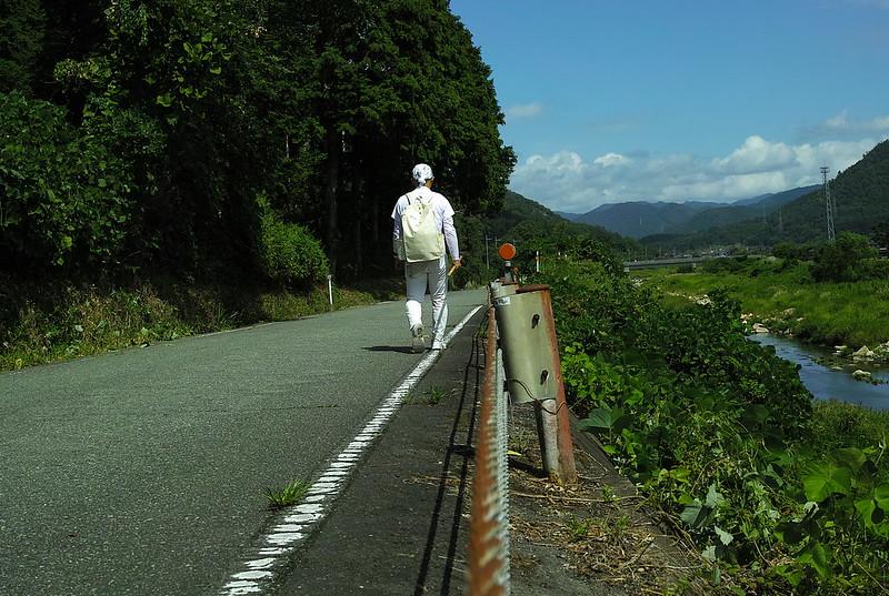 成相寺へ向かって