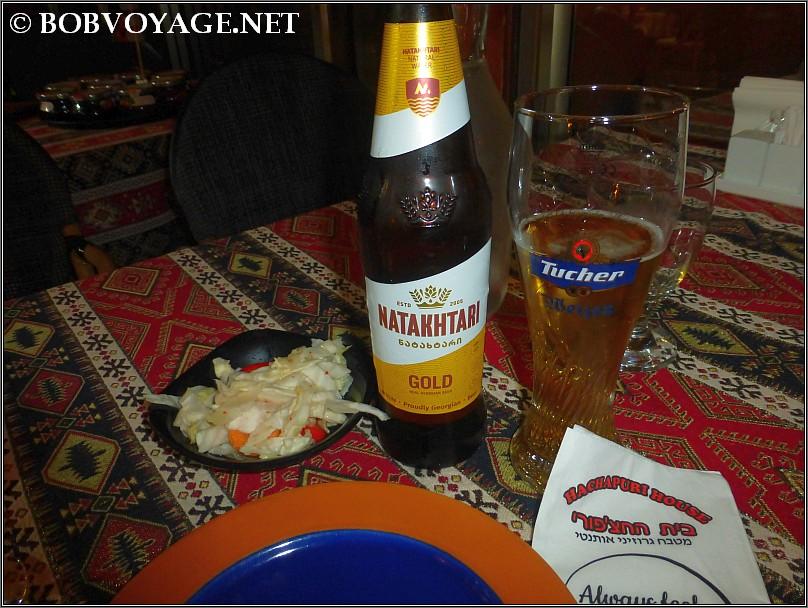 בירה נטחטרי וחמוצים ב-בית החצ'פורי (Hachapuri House)