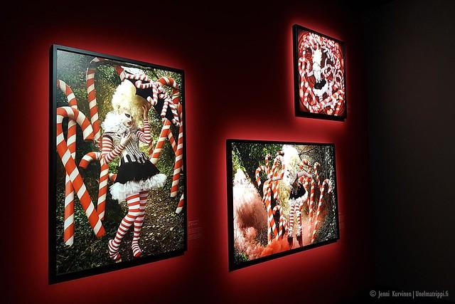 Kirsty Mitchellin Wonderland-näyttelyn kuva