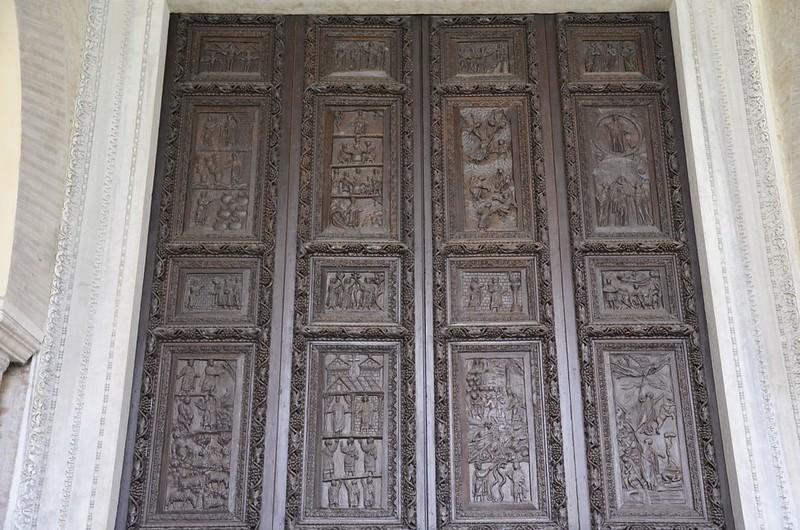 19 Врата церкви св_Сабины с Ново-и Ветхозаветными сценами Рим V в