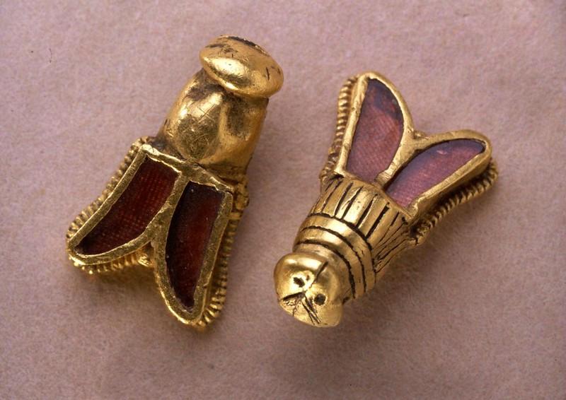 38 Золотые пчелы из гробницы Хильдерика Vв