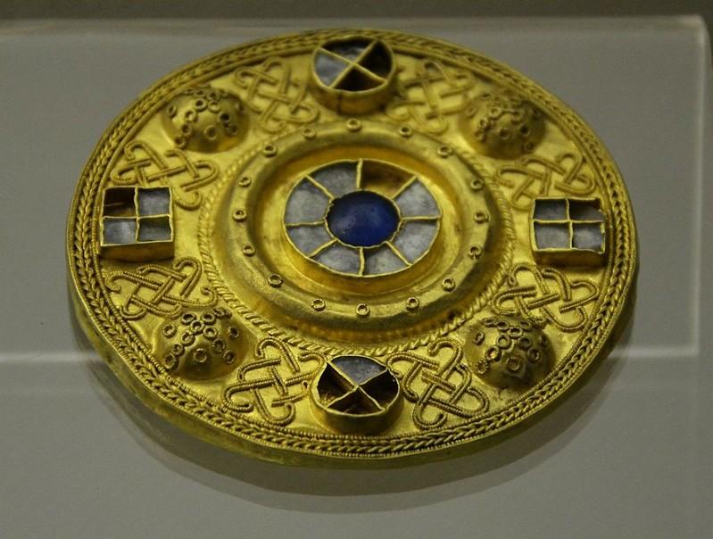 52 Золотая фибула VII d