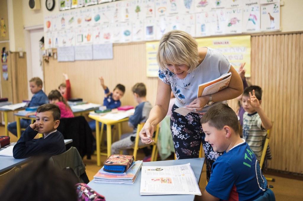 4543 tanár hiányzik a magyar oktatásból