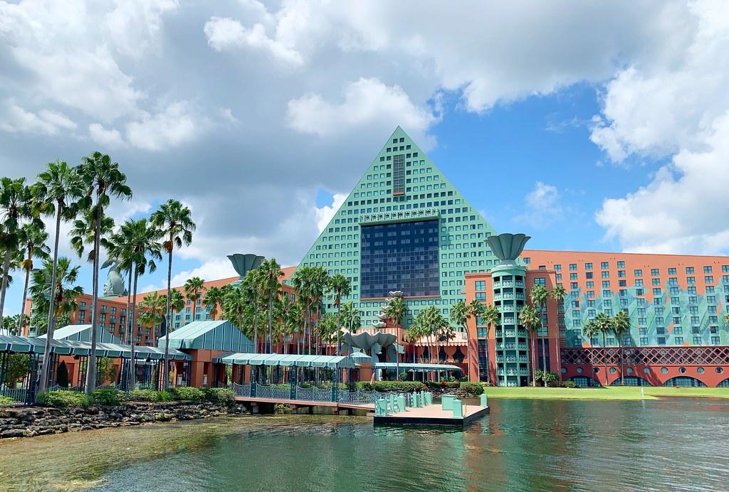 walt disney 7 причин, по которым стоит остановиться в Walt Disney World Swan and Dolphin Resort 48754308462 872f0bd984 b