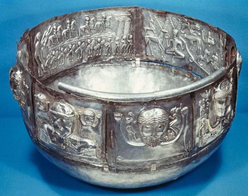 27 Большой чан (ритуальный сосуд) из Гундеструпа I в. до н.э.