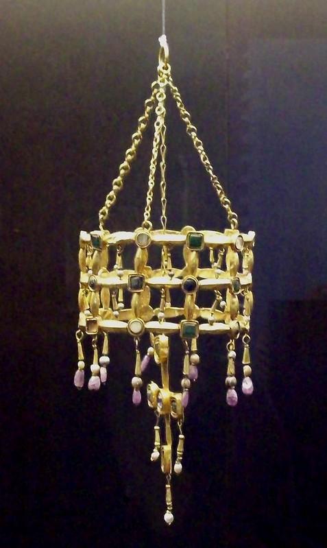 33 Вестготская вотивная корона  VII в. Нац. Археологический Музей Испании
