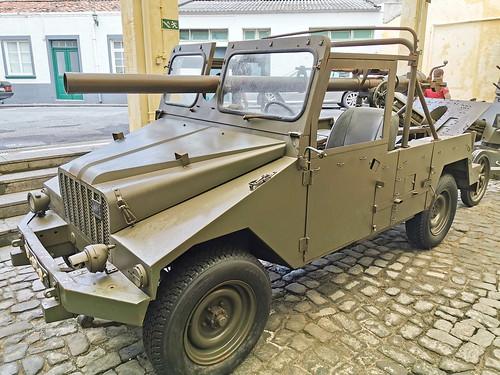 Vehiculo con armas Museo Militar Forte de Sao Bras Ponta Delgada Isla San Miguel Azores Portugal 01