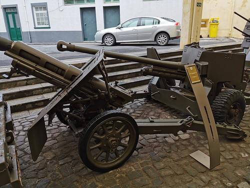 Vehiculo con armas Museo Militar Forte de Sao Bras Ponta Delgada Isla San Miguel Azores Portugal 02