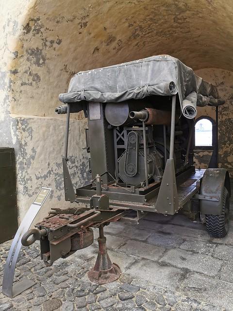 Vehiculo con armas Museo Militar Forte de Sao Bras Ponta Delgada Isla San Miguel Azores Portugal 06