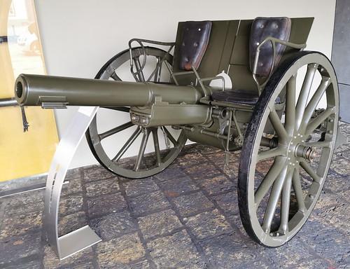 Vehiculo con armas Museo Militar Forte de Sao Bras Ponta Delgada Isla San Miguel Azores Portugal 10