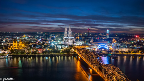 leica city bridge sunset panorama skyline night cathedral dom 28mm cologne köln summicron bluehour brücke rhine rhein m10 hohenzollern triangle lvr building platform