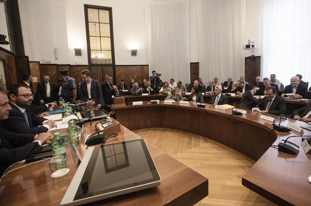 Tavolo al Mise su Alitalia