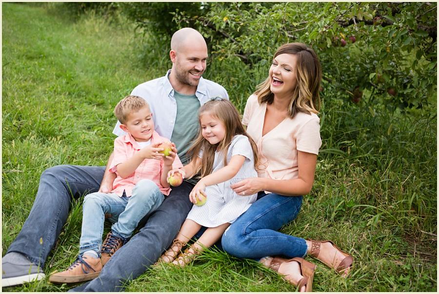 jenmadiganphotography-iowacityfamilyphotographer-clevelandfamilyphotographer-shakerheightsphotographer-iowafamilyphotographer-wilsonsorchardphotosession-20