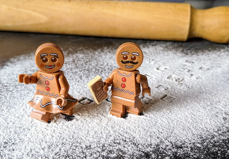 LEGO Gingerbread House Review
