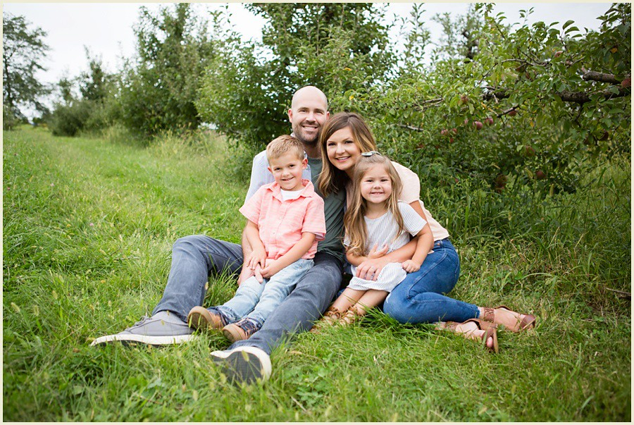 jenmadiganphotography-iowacityfamilyphotographer-clevelandfamilyphotographer-shakerheightsphotographer-iowafamilyphotographer-wilsonsorchardphotosession-19