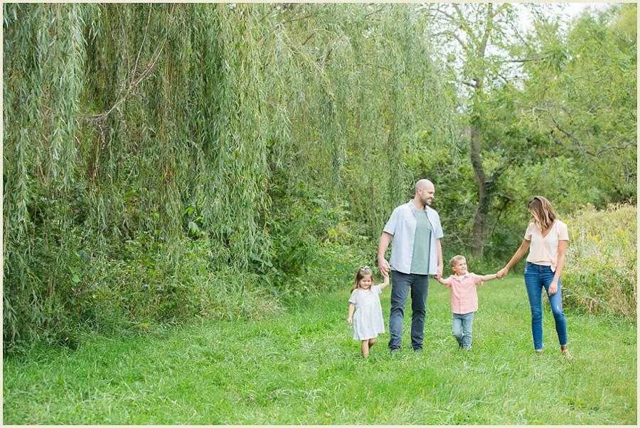jenmadiganphotography-iowacityfamilyphotographer-clevelandfamilyphotographer-shakerheightsphotographer-iowafamilyphotographer-wilsonsorchardphotosession-09