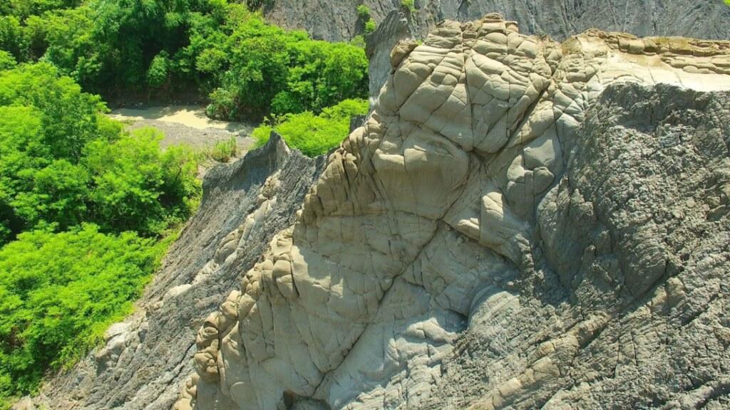 圖 3. 泥岩上的砂岩