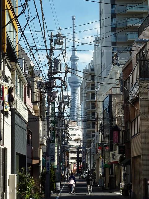 Sky Tree pris dans le filet de Tokyo