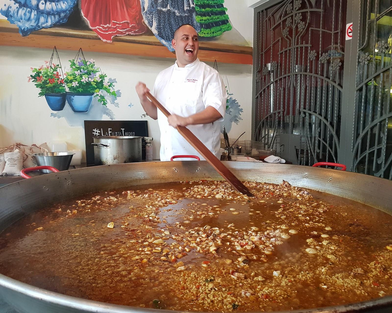 世界海鲜饭日 - 海鲜饭的巨大潘
