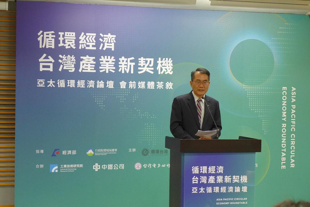 台灣永光化學公司董事長陳建信