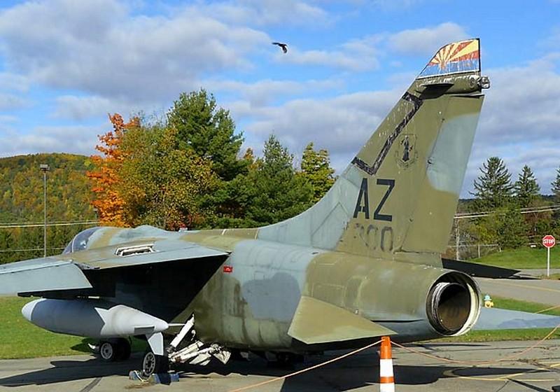 LTV A-7D Corsair II 3