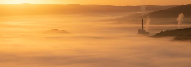 Beautiful inversion over Castleton, Peak District UK this morning.