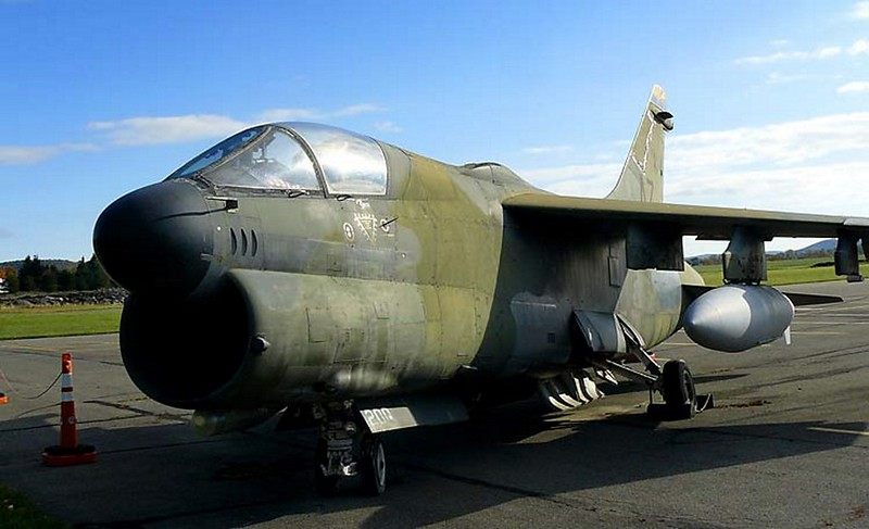 LTV A-7D Corsair II 1