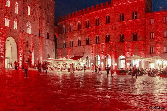 La Notte rossa Piazza dei Priori