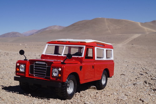 1983 Land Rover defender 110 diecast 1:24 made by Burago