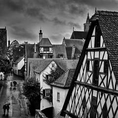 Stadtbummel unterm Regenschirm