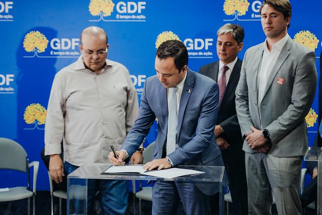 Programa Adote uma Praça firma parceria entre GDF e dois grupos empresariais