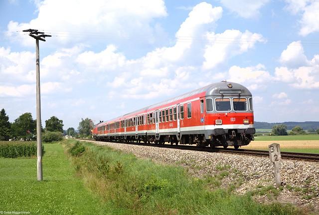 218 489-3 schiebt einen RE von Memmingen nach München Hbf durch Sontheim(Schwab) am 25.07.14