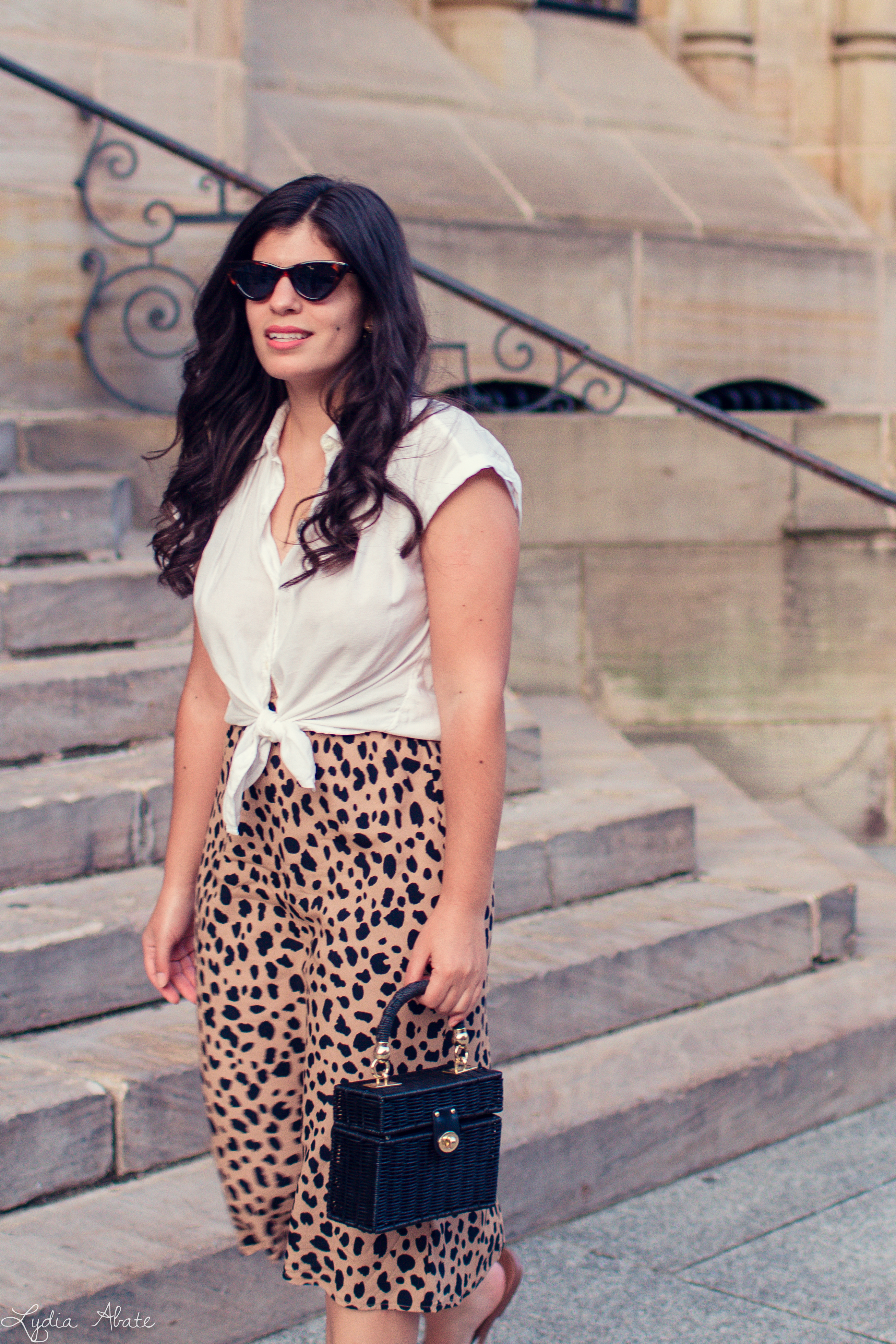 leopard midi skirt, knotted button down, straw box bag-15.jpg