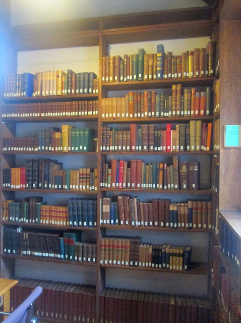 areading room book shelves