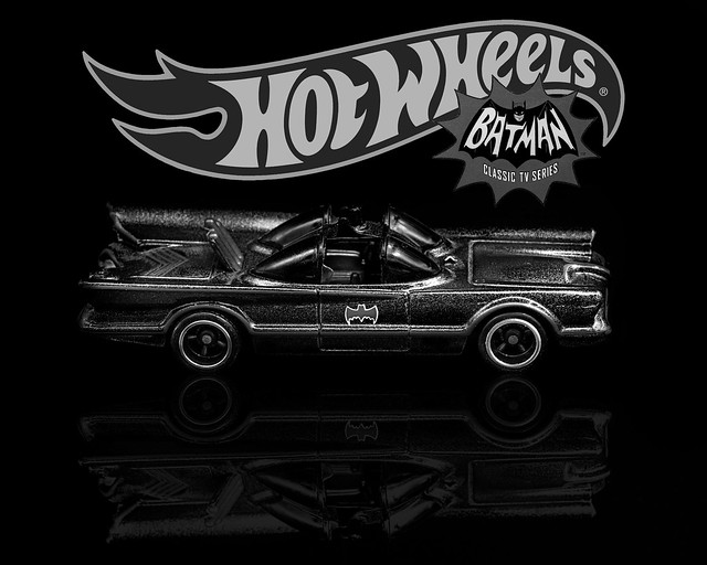 02469376422937-116-19-09-Hot Wheels Speed-14-Batmobile-Black and White