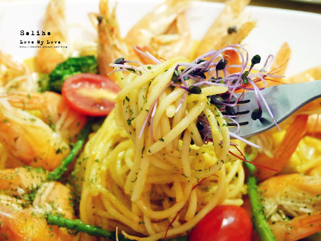 台北西門站好吃美食推薦顛倒餐廳超多蛤蜊痛風餐 (1)