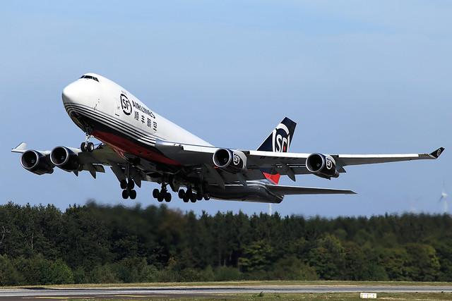 SF Airlines Boeing 747-4EV(ER/F) B-2422