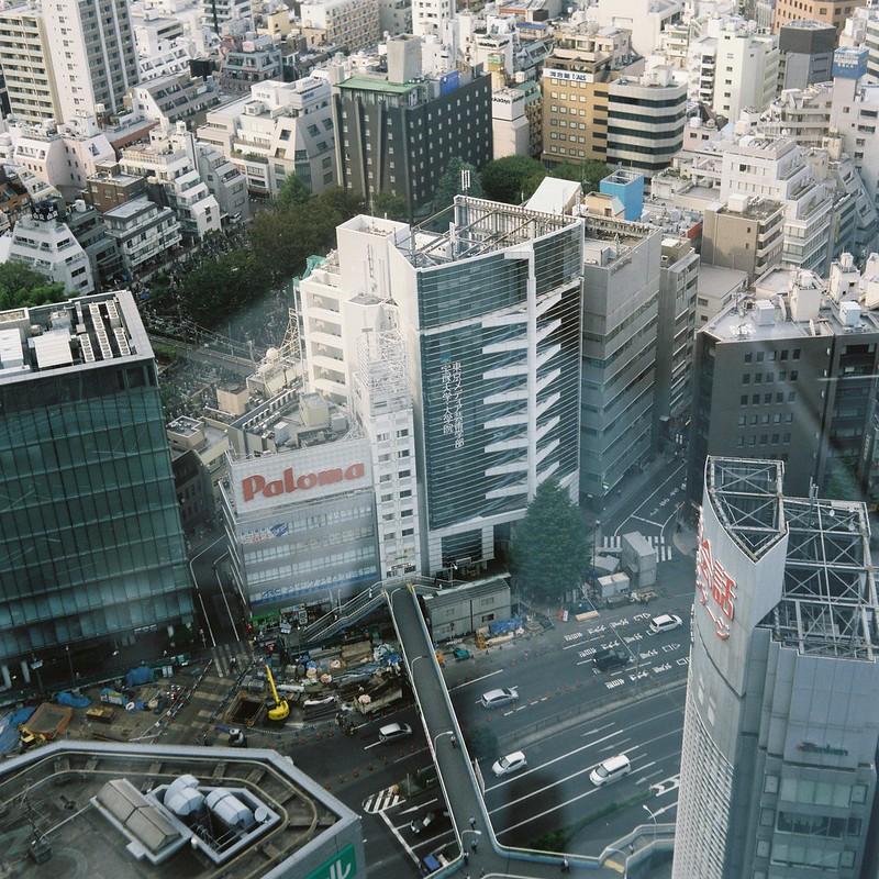 Meopta flexaret+Belar 80mm f3 5+FUJIFILM PRO 400H西新宿Nikon Plaza新宿からの眺め