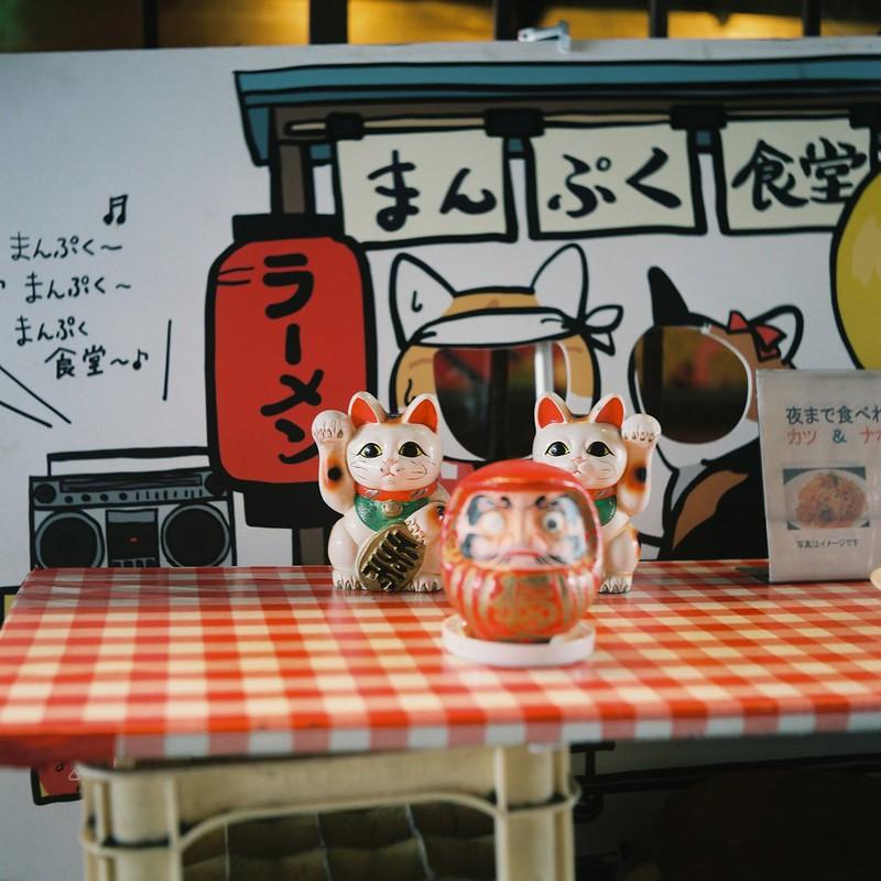 Meopta flexaret+Belar 80mm f3 5+FUJIFILM PRO 400H有楽町YURAKU CONCOURSEまんぷく食堂の招き猫